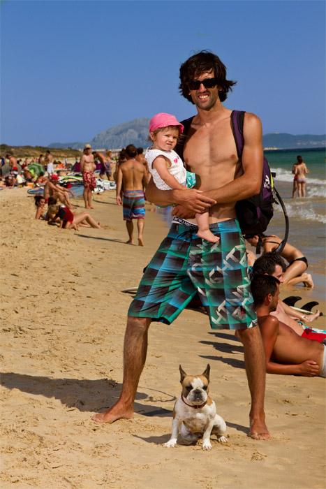 Alberto Cabra Acevedo (29 años) y su hija Mar (1 año).